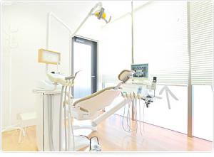 車椅子も入れる広い診療室 写真